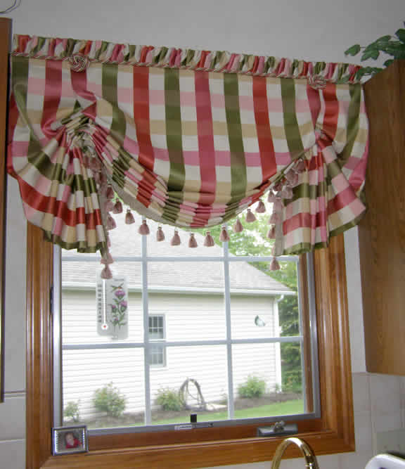 Pleated Balloon shade with butterfly ends